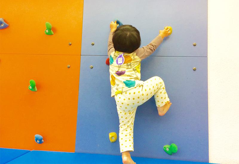 子供のボルダリング